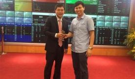 Cty CP Đoàn Minh Công đến chúc mừng cty Gạch Khang Minh chính thức lên sàn cổ phiếu
