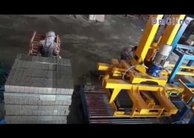 Robot gắp xếp kiện gạch tự động